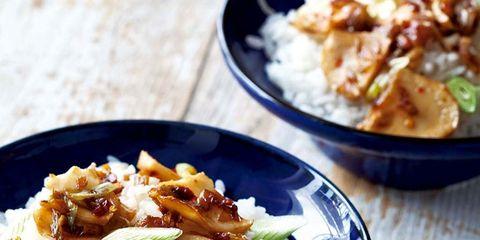 Steamed rice, Food, White rice, Rice, Cuisine, Ingredient, Dishware, Kitchen utensil, Jasmine rice, Dish,