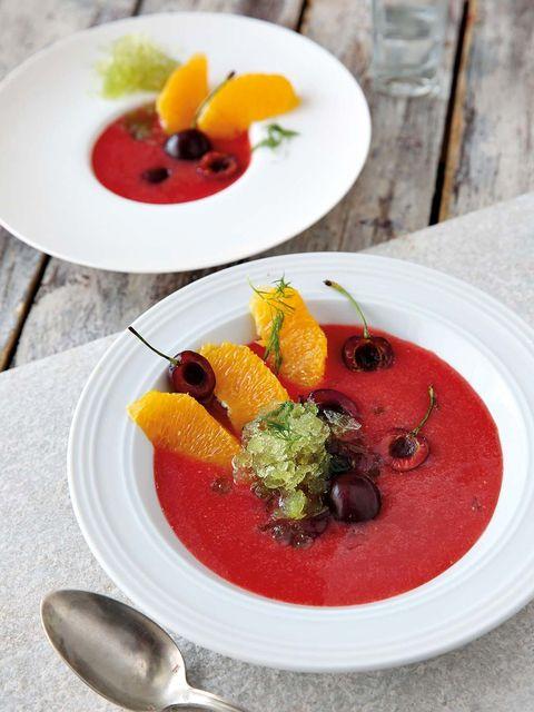 sopa de frutas y hierbabuena