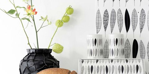 Shelving, Artificial flower, Flowering plant, Interior design, Still life photography, Flower Arranging, Plant stem, Shelf, Floral design, Cut flowers,