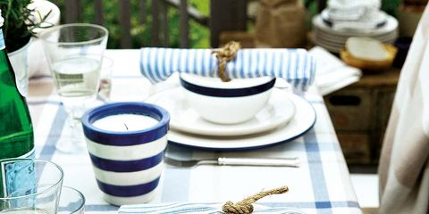 Serveware, Dishware, Porcelain, Drinkware, Bottle, Tableware, Tablecloth, Glass, Ceramic, Plate,