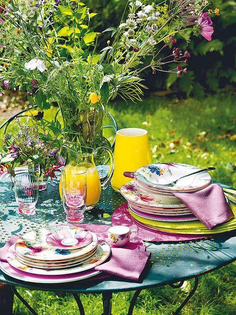 Yellow, Serveware, Tablecloth, Table, Dishware, Furniture, Linens, Tableware, Juice, Outdoor furniture,