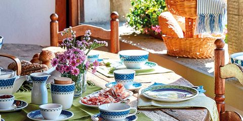 Tablecloth, Serveware, Textile, Table, Furniture, Dishware, Linens, Porcelain, Teal, Home accessories,