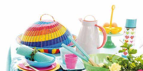 Serveware, Dishware, Drinkware, Porcelain, Petal, Tableware, Cup, Plate, Bouquet, Teacup,