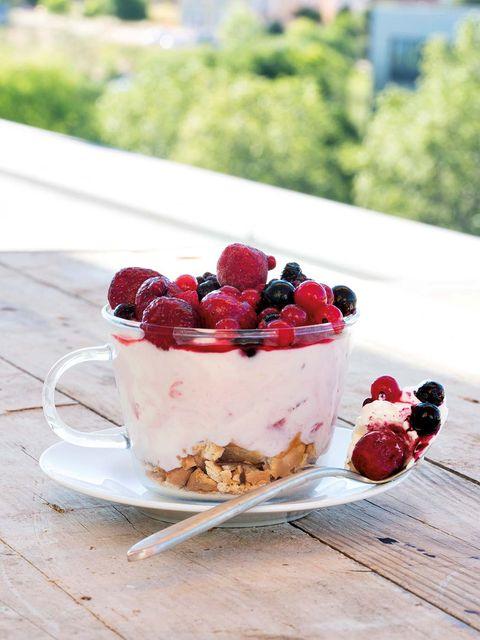 Food, Fruit, Ingredient, Produce, Frutti di bosco, Tableware, Berry, Serveware, Sweetness, Dessert,