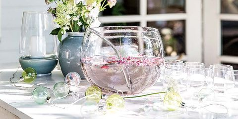 Table, Furniture, Tablecloth, Room, Dining room, Interior design, Glass, Centrepiece, Flower, Textile,