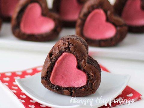 Sweetness, Food, Dessert, Baked goods, Cuisine, Chocolate, Dishware, Recipe, Snack, Plate,
