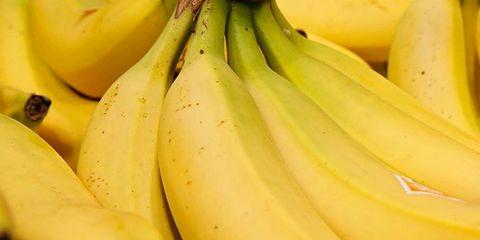 Natural foods, Banana family, Cooking plantain, Saba banana, Banana, Yellow, Local food, Fruit, Food, Plant,