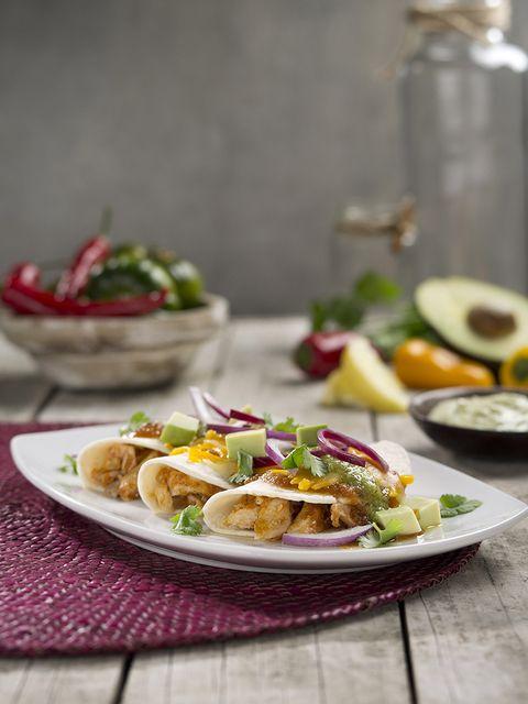 Tacos o burritos de pollo con verduras