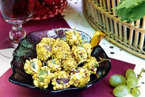 Uvas rebozadas con queso y pistachos