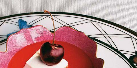 Fruit, Sweetness, Produce, Dishware, Apple, Serveware, Circle, Heart, Malus, Kitchen utensil,