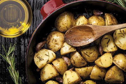 Patatas asadas con ajo y romero