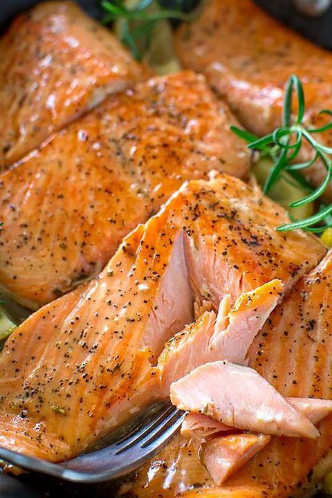 salmón con salsa de romero