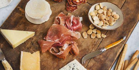 tabla de embutidos y queso