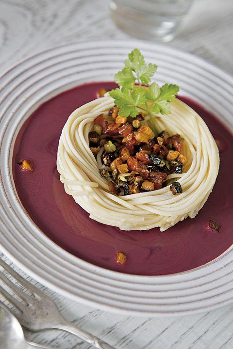 pasta con verduras y gazpacho de remolacha