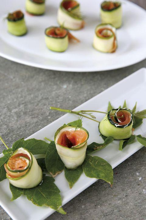 rollitos de pepino y salmón ahumado