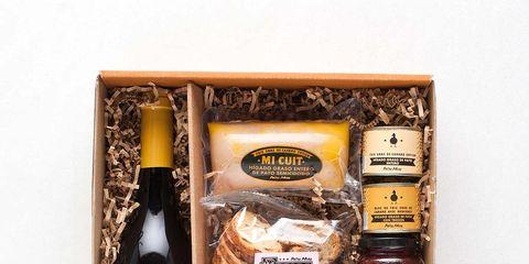 Liqueur, Drink, Distilled beverage, Food, Bottle, Hamper, Basket, Wine, Fuet, Cuisine,