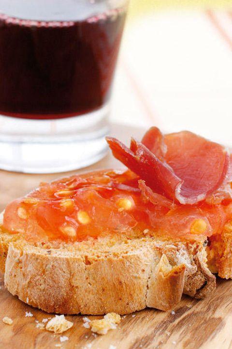 tosta de jamón con gelatina de tomate