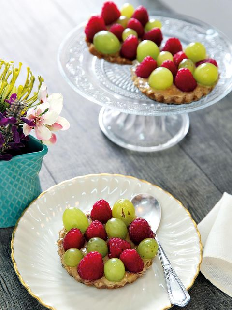 Tartaletas de uvas y frambuesas