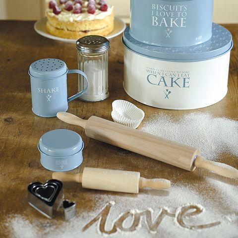 Cosmetics, Ingredient, Dessert, Teal, Sweetness, Beige, Lavender, Chemical compound, Kuchen, Baked goods,