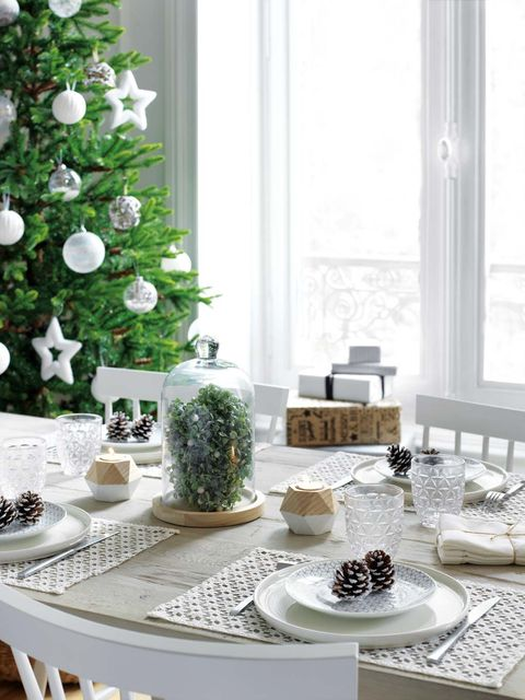 White, Christmas decoration, Green, Table, Room, Furniture, Interior design, Home, Dining room, Christmas tree,