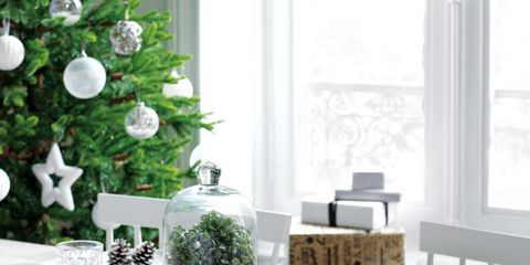 White, Table, Coffee table, Room, Christmas decoration, Furniture, Tablecloth, Interior design, Home, Dining room,