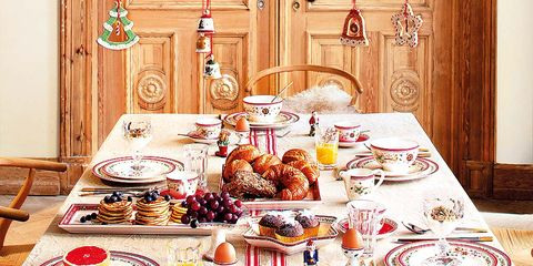 Serveware, Dishware, Tablecloth, Tableware, Cuisine, Table, Furniture, Food, Plate, Dish,