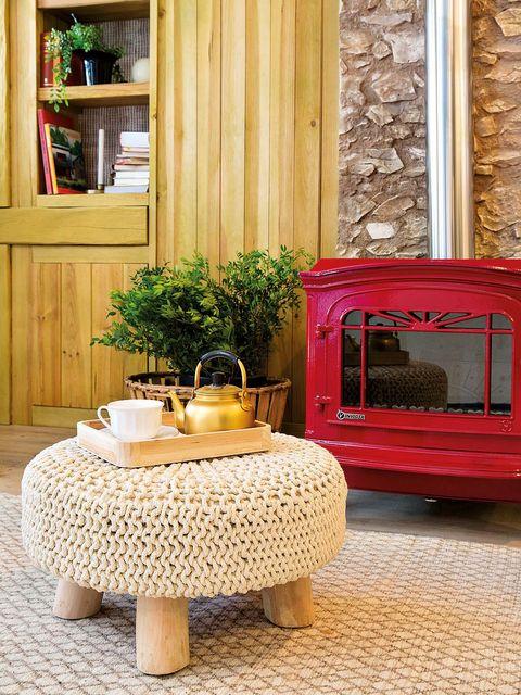 Wood, Flooring, Floor, Fixture, Linens, Tablecloth, Home, Home accessories,
