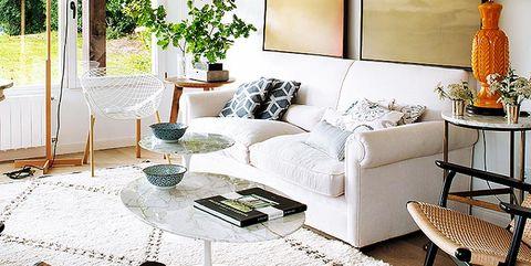 salón fresco decorado en blanco