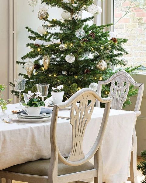 Room, Interior design, White, Furniture, Table, Interior design, Home, Christmas decoration, Christmas tree, Holiday,