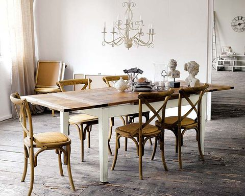 comedor con muebles de anticuario