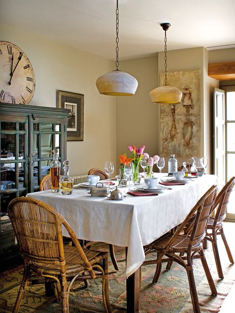 Tablecloth, Yellow, Room, Furniture, Table, Interior design, Light fixture, Dining room, Linens, Glass,