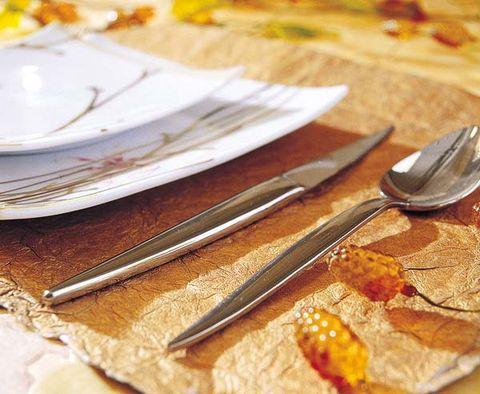 Dishware, Yellow, Serveware, Cutlery, Tableware, Amber, Kitchen utensil, Home accessories, Plate, Linens,