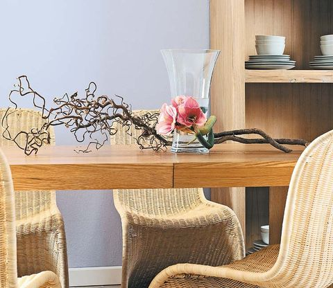 Room, Petal, Interior design, Cut flowers, Home accessories, Linens, Interior design, Flower Arranging, Twig, Centrepiece,