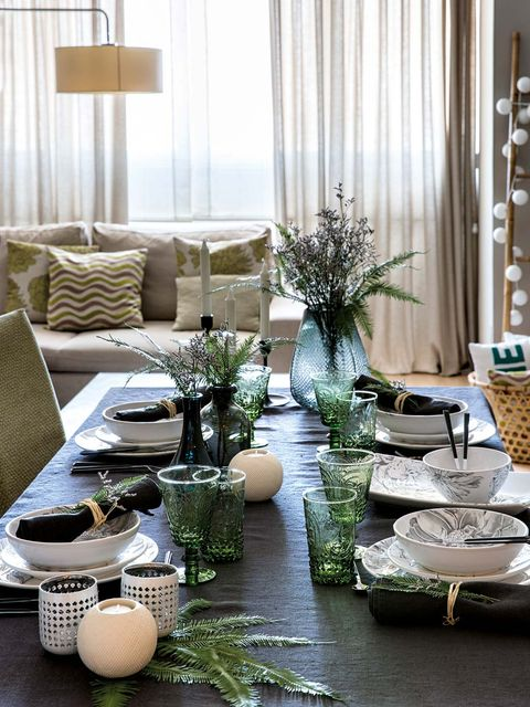 Living room, Room, Interior design, Green, Furniture, Christmas decoration, Home, Table, Coffee table, Tree,