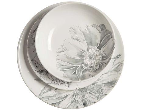 Dishware, Plate, Platter, Tableware, Serveware, Serving tray, Plant, Petal, Dinnerware set, Flower,