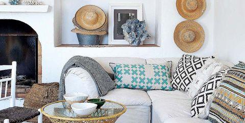 Room, Interior design, Wall, Living room, Furniture, Home, Home accessories, Porcelain, Teal, Interior design,