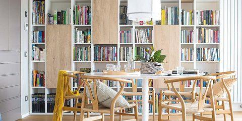 Comedor con biblioteca