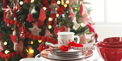 Serveware, Dishware, Event, Tablecloth, Drinkware, Cup, Coffee cup, Porcelain, Textile, Tableware,