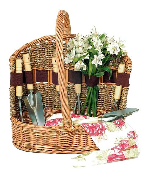 Basket, Wicker, Bouquet, Petal, Home accessories, Cut flowers, Storage basket, Picnic basket, Flower Arranging, Artificial flower,