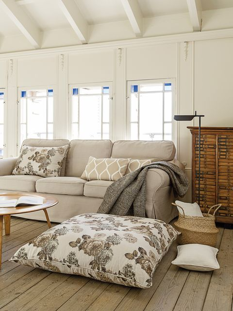 Wood, Room, Interior design, Floor, Wall, Flooring, White, Ceiling, Furniture, Couch,