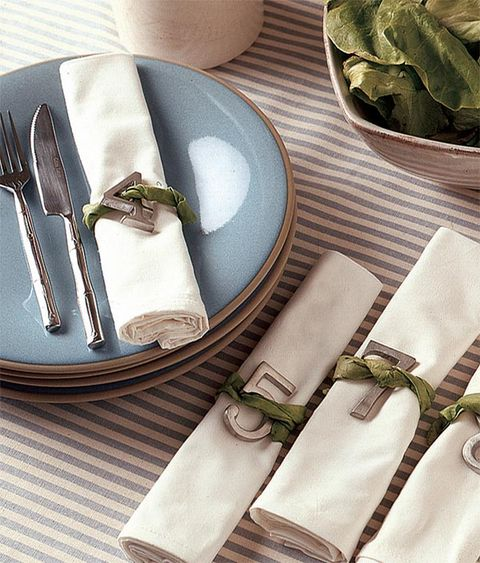 Dishware, Serveware, Napkin, Cutlery, Kitchen utensil, Tableware, Home accessories, Knife, Linens, Table knife,