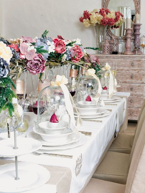 Tablecloth, Petal, Bouquet, Flower, Serveware, Centrepiece, Cut flowers, Pink, Floristry, Glass,