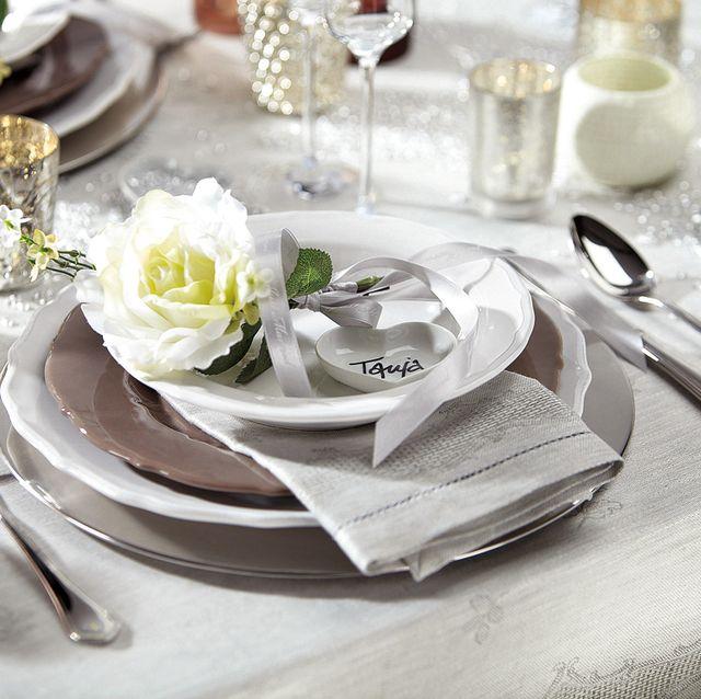 mesa de navidad en blanco y plata