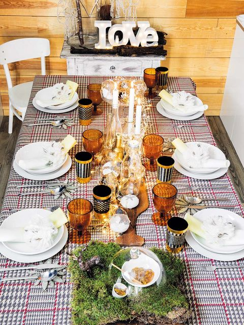 Meal, Tablecloth, Brunch, Table, Breakfast, Textile, Room, Food, Cuisine, Dish,