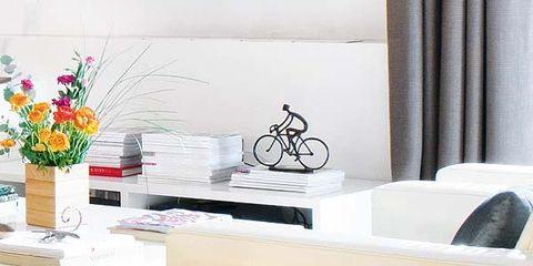 Interior design, Room, Flower, Interior design, Petal, Flower Arranging, Artifact, Cut flowers, Bouquet, Flowerpot,