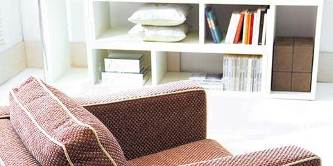 Serveware, Dishware, Room, Cup, Coffee cup, Furniture, Bookcase, Interior design, Drinkware, Saucer,