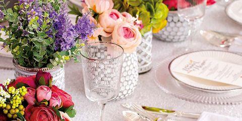 Serveware, Tablecloth, Dishware, Petal, Flower, Bouquet, Pink, Tableware, Linens, Centrepiece,