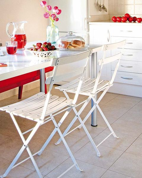 Serveware, Room, Furniture, Dishware, Table, White, Chest of drawers, Floor, Cabinetry, Dining room,