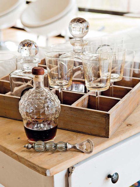 Drinkware, Glass, Barware, Fluid, Serveware, Dishware, Liquid, Stemware, Bottle, Glass bottle,