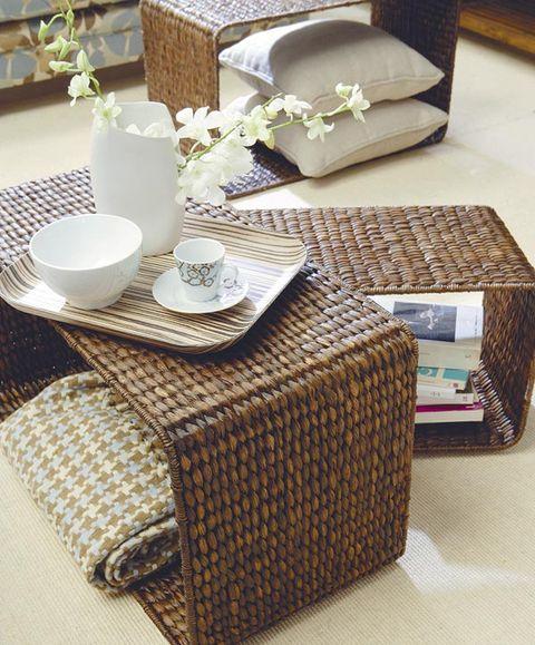 Tablecloth, Serveware, Dishware, Linens, Flowerpot, Home accessories, Porcelain, Rectangle, Ceramic, Houseplant,